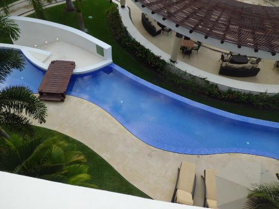 Marival Residences Luxury Resort: This was the quiet pool that goes all around the resort