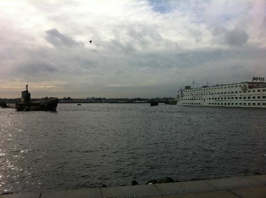 Amstel Botel - vista da banchina traghetti