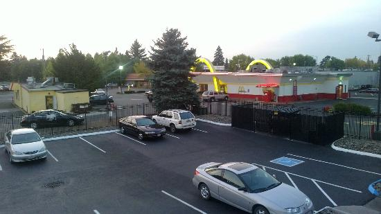 Econo Lodge Hillsboro: View facing northwest