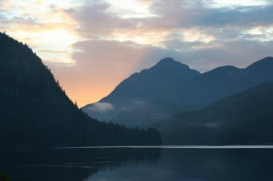 Grizzly Bear Lodge & Safari: The view from our cabin on a calm morning in Knight Inlet