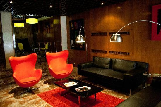 Hotel Anaco: The Lobby