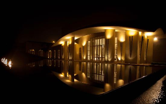 Trident, Gurgaon: The front entrance and reception area