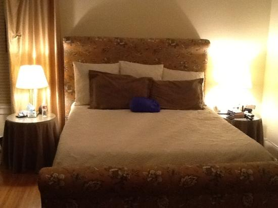 Harbor House Inn: King bed