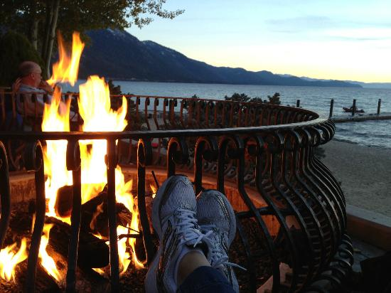 Hyatt Regency Lake Tahoe Resort, Spa and Casino: Fire-pit by the lake