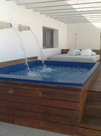 The Beloved Hotel: la mini piscine non chauffee avant decembre!