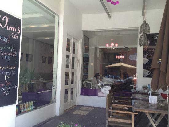 Oum's: the cafe