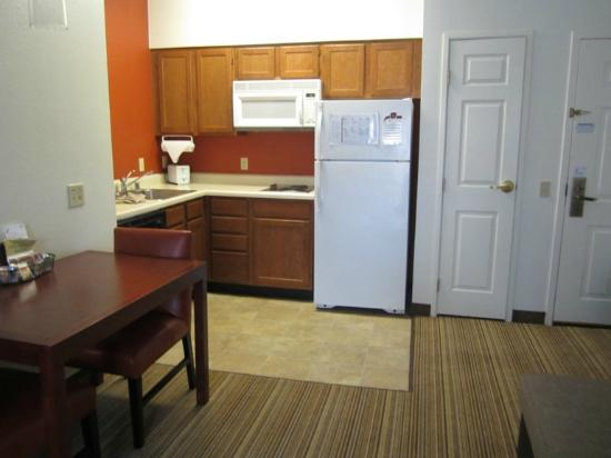 Residence Inn Palm Desert : Full kitchen
