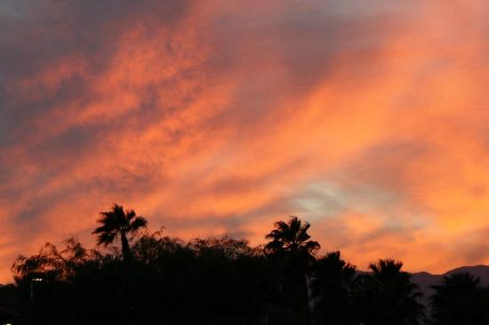 Residence Inn Palm Desert: Glorious sunset over Palm Desert