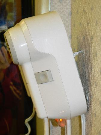 Howard Johnson Express Inn - Beckley : Air dryer ready for your use over the sink!