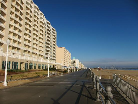 SpringHill Suites Virginia Beach Oceanfront: boardwalk