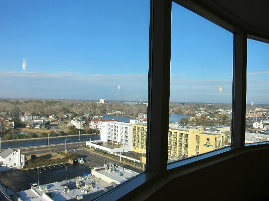 ‪‪SpringHill Suites Virginia Beach Oceanfront‬: view from hall‬
