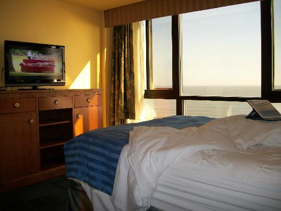 Ocean Sands Resort: Watch TV, play game on iPad, view the ocean - all from bed
