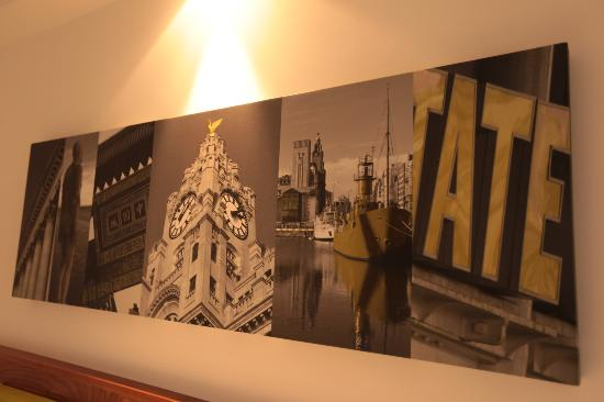 Hampton by Hilton Liverpool City Centre: The canvas with images of Liverpool in our room was a lovely touch
