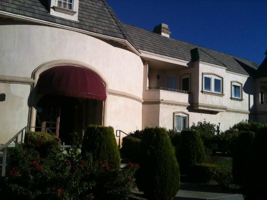 Entrance to Inn at Churon Winery