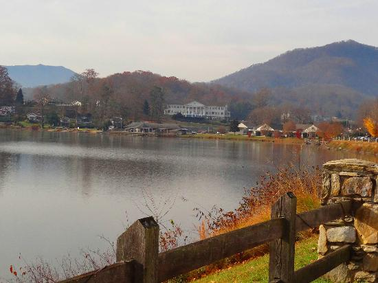 Lake Junaluska Conference and Retreat Center : View from front of Terrace Hotel