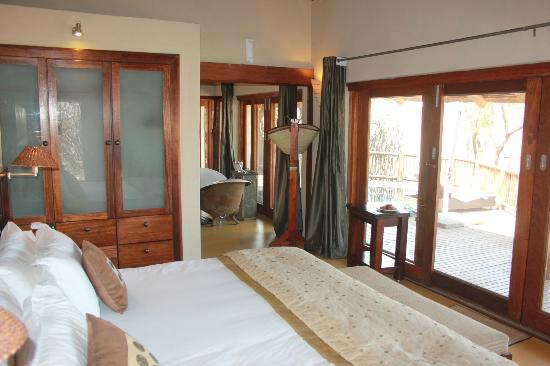 Etali Safari Lodge: roomy