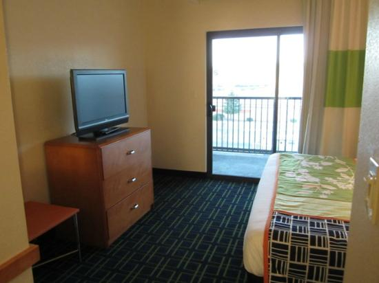 Fairfield Inn & Suites Tehachapi : Bedroom and great balcony