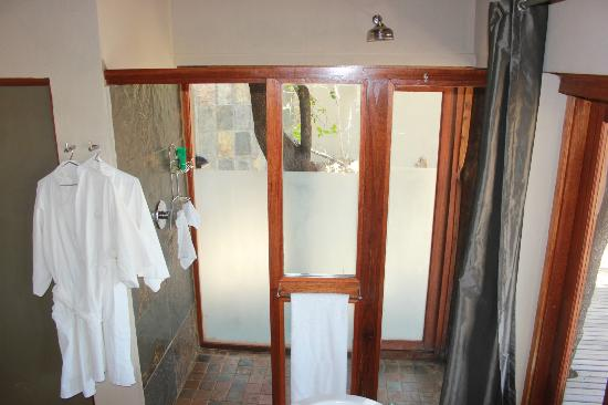 Etali Safari Lodge: Indoor and outdoor showers connected by a door