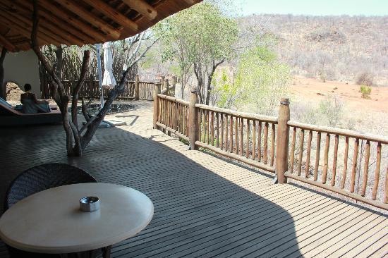 Etali Safari Lodge : private deck