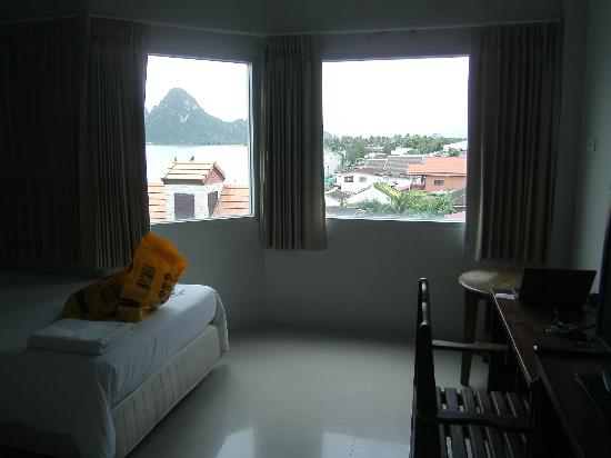 Prachuap Beach Hotel: southern view