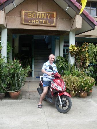 Bonny Hotel : Возле отеля