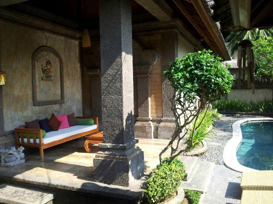 Nefatari Exclusive Villas: lounge area with a lot of sunlight 