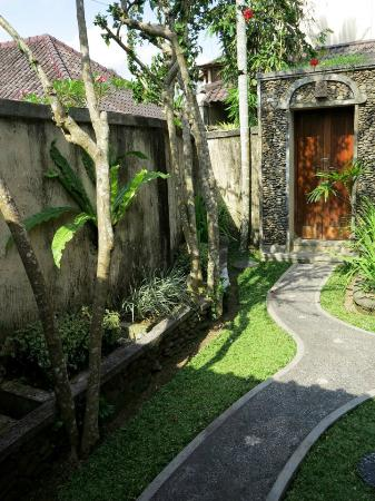 Nefatari Exclusive Villas: entrance, villa pucuk