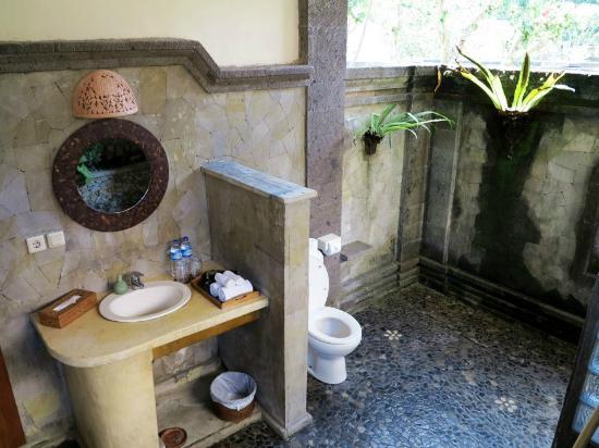เนฟาตาริ เอ็กส์คลูซีฟ วิลล่าส์: spacious outdoor bath