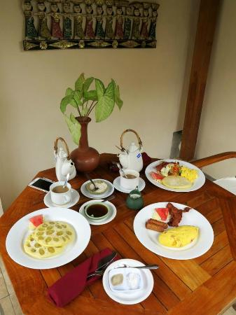 Nefatari Exclusive Villas: breakfast, tasty banana pancake!