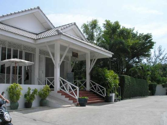 Laksasubha Hua Hin: Front of Resort