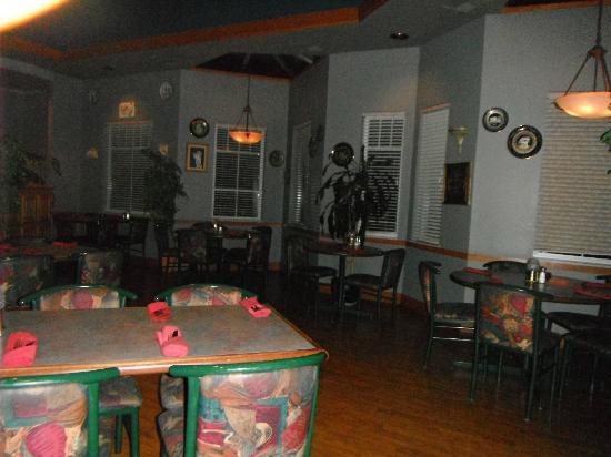 Mykonos Greek Restaurant: Inside seating