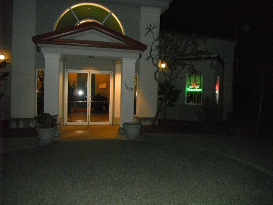 Mykonos Greek Restaurant: Entrance