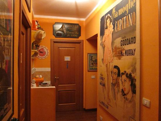 Civico 31 B&B: Kitchenette, vintage posters and the door to my room