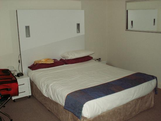 Oaks Liberty Towers: Good size CLEAN Double Bed