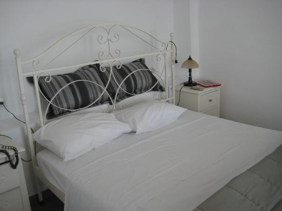 Agali Houses: Bedroom of the Superior Suite