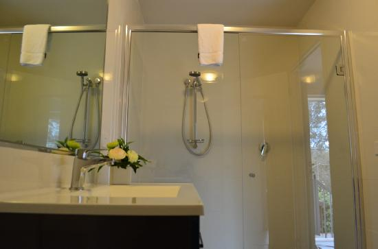 Apex Park Holiday Apartments: Large Modern Bathrooms