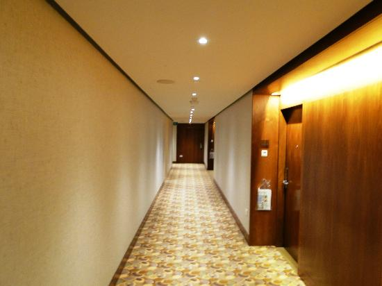 Swissotel The Stamford Singapore : Swissotel The Stamford - corridor
