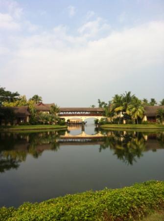 เดอะ ซูริ กุมารกม: view frm the pool