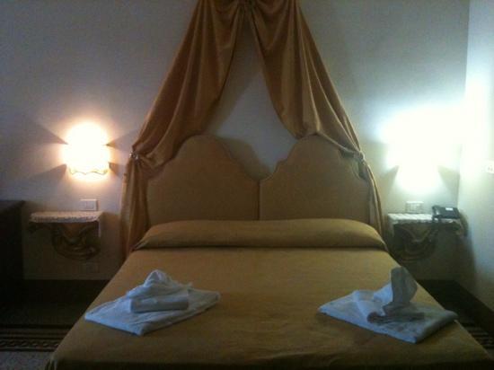 Hotel Portici: letto
