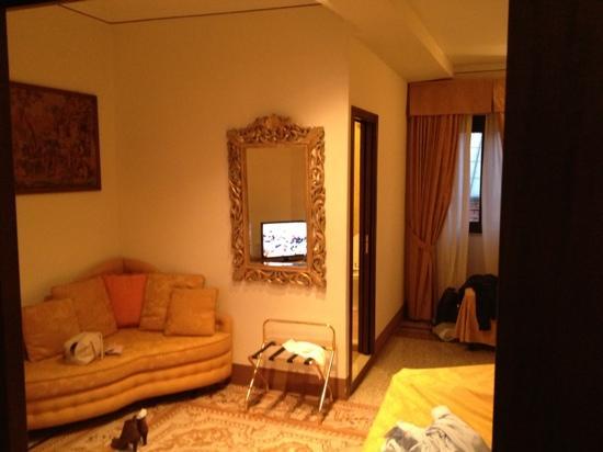 Hotel Portici: scorcio camera