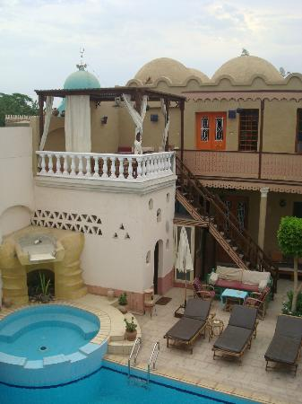 Villa Nile House: Pool and jacuzzi
