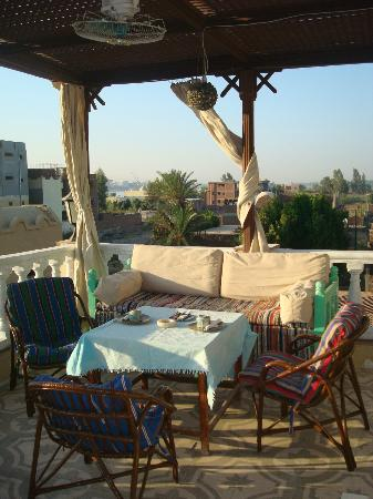 Villa Nile House: Dinning place at the terrace