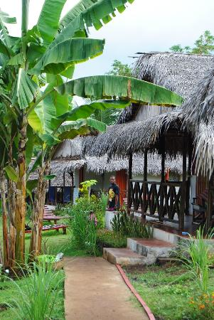 Ambatoloaka, Madagascar: bungalow rosso