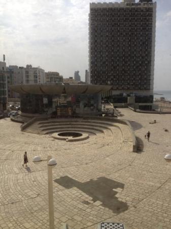 Leonardo Art Tel Aviv: wanstaltig exterieur.