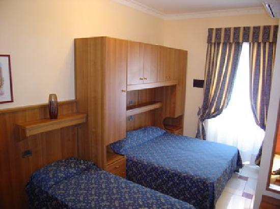 Hotel Mari 2: Camera