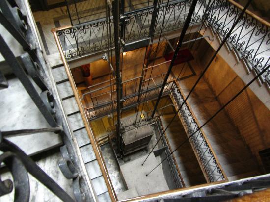 Al Viminale Hill Inn & Hotel: nostalgischer Lift (funktioniert einwandfrei!)