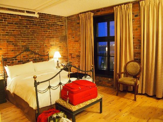 Auberge du Vieux-Port: Bedroom Room 401