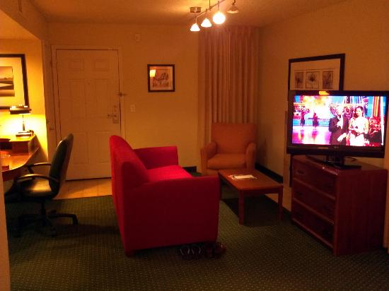 Residence Inn by Marriott Long Beach: Studio Living Room