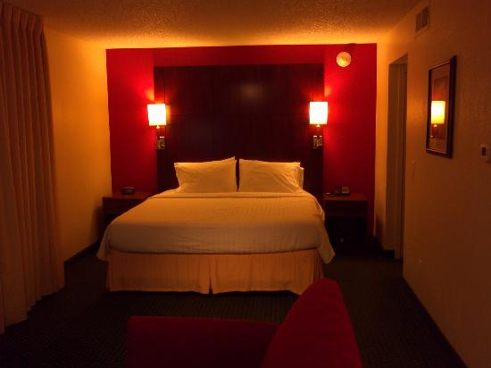 Residence Inn Long Beach: Opposite of living room