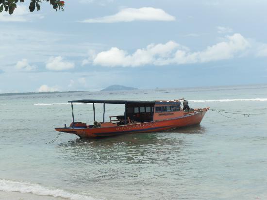 บูนาเกนชาช่าเนเจอร์รีสอร์ท: una delle barche